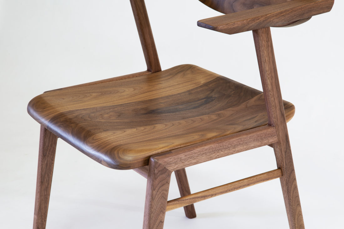 IKKE dining chair wood walnut 座面アップ