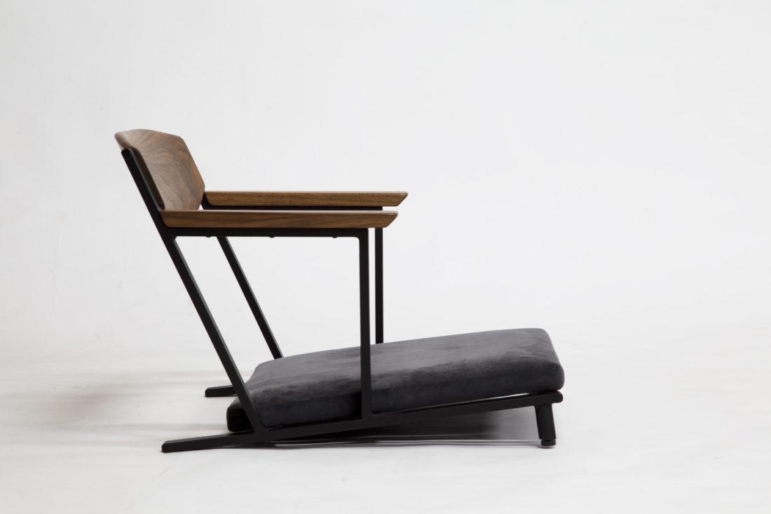 IKKE floor chair walnut 横から